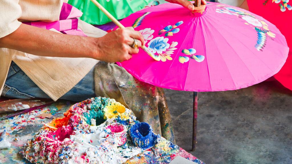 Handmalerei der traditionellen Methode in Nordthailand.