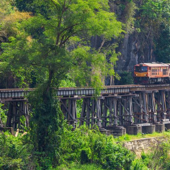 Kanchanaburi, nachhaltiges Reisen mit dem Zug in Thailand